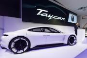 La demande est forte, Porsche va produire plus de Taycan électriques