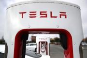Tesla sanctionné à Wall Street après des résultats mitigés et le départ d'un dirigeant