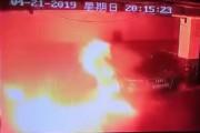 Voyez une Tesla s'auto-allumer et exploser dans une boule de feu à Shanghaï
