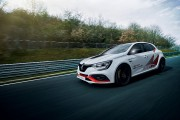 Une Renault mange tout rond le record du Nürburging pour une traction