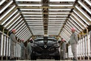 COVID-19: Renault redémarre son usine de Wuhan, en Chine