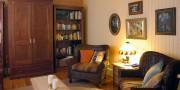 Dans le salon, l'armoire vient d'une villa de... (Photo Le Soleil) - image 1.0