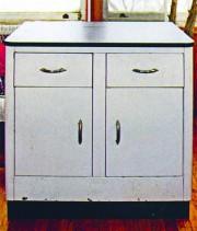 L'armoire en métal avant la métamorphose.... (Photo tirée de Meubles recyclés) - image 1.0