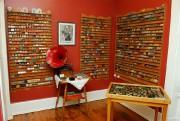 Le musée de Bernard contient des milliers de... (Photo Patrice Laroche, Le Soleil) - image 1.0