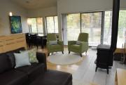 On trouve le vert chartreuse sur les fauteuils... (Photo Patrice Laroche, Le Soleil) - image 1.0