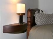 Table de chevet suspendue au mur, à côté... (Photo Raynald Lavoie, Le Soleil) - image 1.0