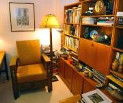 Le «fauteuil de curé» et la lampe «mission»,... (Photo Jean-Marie Villeneuve, Le Soleil) - image 1.0