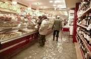 Une pâtisserie a été inondée.... (Photo: Reuters) - image 2.0