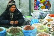 Derrière cette vendeuse au marché, on aperçoit une... (Photo: Andrée-Marie Dussault) - image 1.0