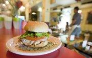 Le Burger Poule de luxe du restaurant Maamm... (Photo: David Boily, La Presse) - image 4.0