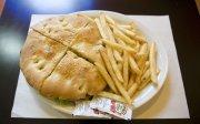 Le burger de huit pouces coupé en quatre,... (Photo: Ivanoh Demers, La Presse) - image 5.0