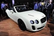 Le Salon de l'auto de New York, sensible au côté glamour, n'a pas déçu ses visiteurs avec de nombreux dévoilements, comme celui de la Bentley Supersport Cabriolet, à la diffusion assurément  confidentielle.