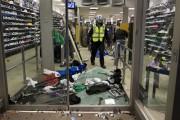 Le magasin Foot Locker a été la cible... (Photo: Robert Skinner, La Presse) - image 1.0