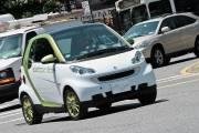 La Smart électrique se glisse dans le trafic... (Photo Alain McKenna, collaboration spéciale) - image 2.0