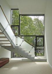 L'escalier, pièce maîtresse de cette habitation, est situé... (Photo fournie par Bob Gundu) - image 1.0