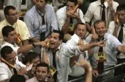 Des courtiers brésiliens sur le parquet de la... (Mauricio Lima, Agence France-Presse) - image 5.0