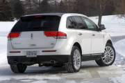 Le coffre du Lincoln est aussi vaste que celui du BMW mais plus pratique.