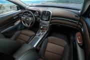 À l'intérieur de la Malibu, tout change. C'est plus moderne, mieux fini aussi. La  qualité des matériaux étonne et l'agencement des couleurs et des  textures donne un cachet élitiste à l'auto.