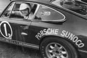 Jacques Duval est devenu en 1971 le premier pilote  canadien à remporter les 24 Heures de Daytona en catégorie GT.
