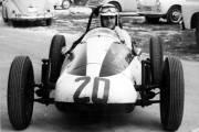 Malgré le fait qu'il soit aujourd'hui âgé de 76 ans, Jacques Duval possède encore l'un des meilleurs coups de volant dans le milieu du journalisme automobile.
