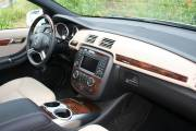Un intérieur aéré, de l'espace à revendre, un moteur diesel et la traction intégrale, voilà les meilleurs atouts de la Classe R de Mercedes.