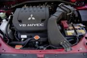 Le V6 3 litres du Outlander, réputé robuste,  n'en beurre pas épais sur le plan technique.  Son rendement volumétrique  modeste laisse penser que son développement  s'est arrêté il y a quelques  années déjà.