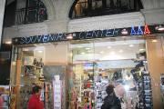 Le Souvenirs Center, près du Louvre, est un... (Collaboration spéciale, Valérie Gaudreau) - image 2.0
