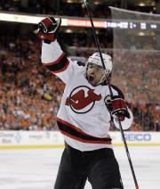 Le défenseur Bryce Salvador, des Devils, est l'une... (Photo: AP) - image 2.0