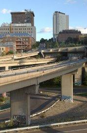 Une bretelle (maintenant démolie) de l'autoroute Dufferin-Montmorency menait... (Photothèque Le Soleil, Jean-Marie Villeneuve) - image 1.0