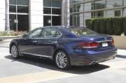 Pas moins de sept versions de la Lexus LS 2013 sont offertes, notamment cette berline hybride à empattement allongé.
