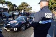Des dizaines de gendarmes et de policiers ont été  mobilisés dans tout  l'ouest de la France jeudi pour lutter contre les  excès de vitesse liés au rallye Cannonball 2000.