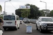 En septembre 2009, les îles Samoa ont décrété que la conduite se ferait désormais à gauche. Pourtant, l'humain serait naturellement plus apte à conduire sur la droite...