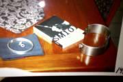 Un lourd collier de métal  (à droite)... (Photo fournie par la Cour) - image 2.0