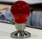 Lampe ampoule rouge Attitude import. 20$ chez Clément... (Le Soleil, Patrice Laroche) - image 5.0