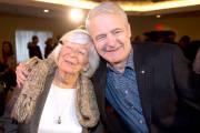 Avec sa mère, Jeanne. Né à Québec, Marc... (La Presse Canadienne) - image 1.0