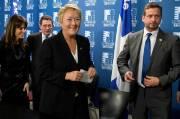 De gauche à droite: Véronique Hivon, Marjolain Dufour,... (La Presse Canadienne) - image 1.0