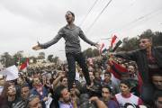 Des opposants au président Morsi manifestent devant le... (PHOTO AMR ABDALLAH DALSH, REUTERS) - image 2.0