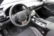 Même le tableau de bord de la nouvelle Lexus IS avait été caché à la vue par du ruban gommé.