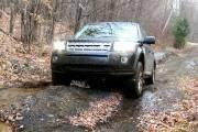 Malgré son format compact, le Land Rover LR2 (vu ici sous une légère chute de neige dans les sentiers de Montebello) demeure un véritable tout-terrain.