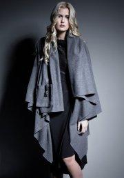 Cape-manteau de la griffe Autrefois Saïgon, 340$ à... (Photo Alexandre Deslauriers) - image 1.0