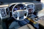 Longtemps critiqué pour son design ennuyant sur les versions précédentes, le tableau de bord des grandes camionnettes de GM a été complètement redessiné.
