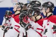 Les joueurs d'équipe Canada junior avaient la mine... (La Presse Canadienne) - image 1.0