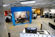 Voici la salle bleue plantée au milieu de... (Le Soleil, Yan Doublet) - image 1.1