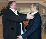 Gérard Depardieu (à gauche) a chaleureusement été accueilli... (PHOTO AP) - image 2.0