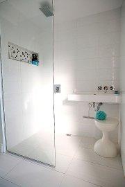 Le lavabo acheté chez IKEA est fixé sur... (Le Soleil, Caroline Grégoire) - image 2.0