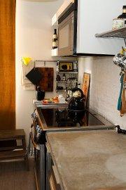 Dans la charmante cuisine, le comptoir de béton... (Le Soleil, Caroline Grégoire) - image 3.0