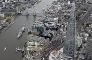 Le Shard à droite.... (Photo AP) - image 1.0