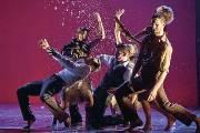 Les danseurs des Ballets Jazz de Montréal dans... (Photo Gregory Batardon) - image 1.0