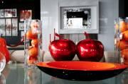 À l'étage de la boutique, des objets colorés... (Le Soleil, Yan Doublet) - image 1.0