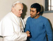 Le papeJean Paul II et celui qui a... (PHOTO ARTURO MARI, ARCHIVES AP/L'OSSERVATORE ROMANO) - image 1.0